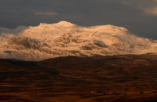 houses sky house mountain snow mountains norway sunrise norge snowymountain hytte noorwegen valdres hytter valdresflya klaracolor klarathomas