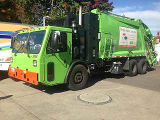 CleanScapes / Recology CCC McNeilus Rear Loader CNG