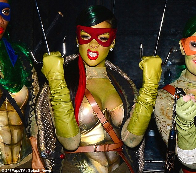 rihanna turtle costume (4)