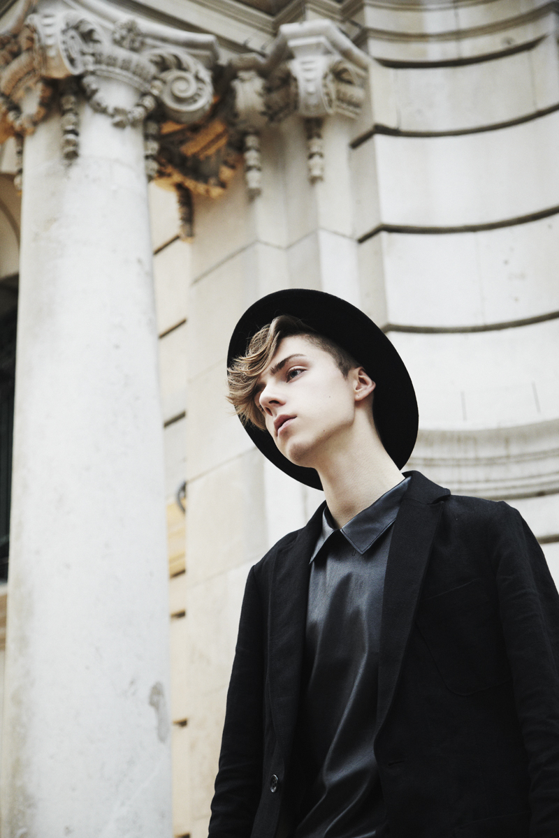 mikkoputtonen_fashionblogger_outfit_menfashion_frenn_linenblazer_ilarialepore_leathershirt_ash_shopbop_3_web