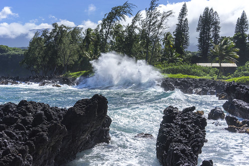 ocean hawaii waves maui splash keanae sonya7 sel35f28z