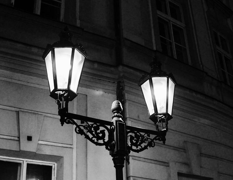 Moody light