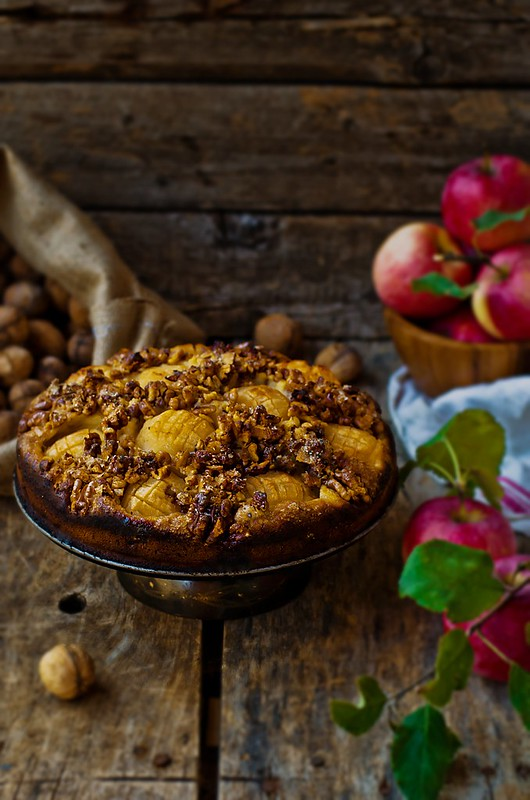 apples  and walnuts pie.