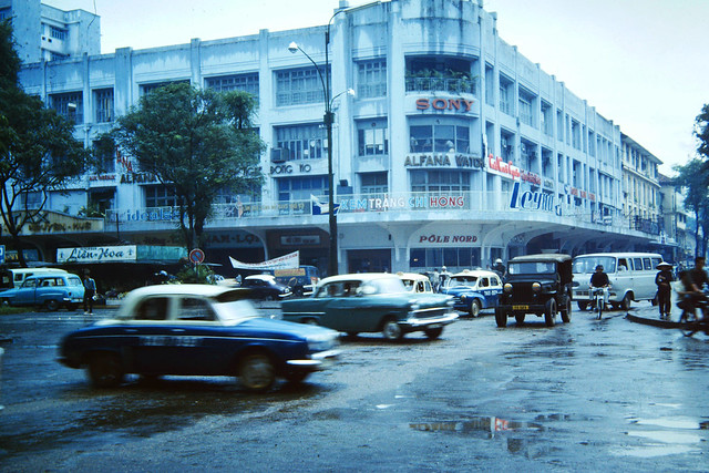 SAIGON 1965 - Lam Son Roundabout - Thương Xá TAX, mùa mưa năm xưa - Photo by m20wc51