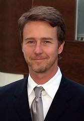 愛德華諾頓為土壤發聲。攝影:David Shankbone;圖片來源:維基百科。