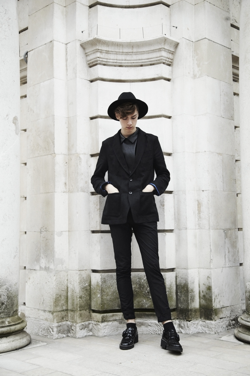 mikkoputtonen_fashionblogger_outfit_menfashion_frenn_linenblazer_ilarialepore_leathershirt_ash_shopbop_2_web