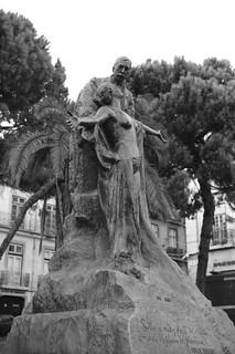 Image of Eça de Queiroz. eçadequeiroz eçadequeirozsculpture escritor estátua lisbon portugal portuguesewriter rdoalecrim sculpture sobreanudezdaverdadeomantodiáfanodafantasia