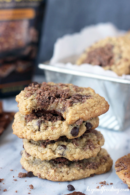 Salted Caramel Brownie Brittle Oatmeal Cookies  | beyondfrosting.com