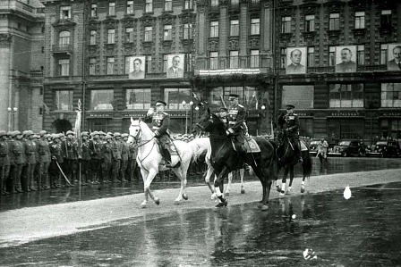 Mariscal Gueorgui Zhukov en el desfile de la victoria