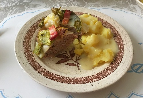 Stuffed cabbage with potatoes & sauce hollandaise / Gefülltes Kraut mit Salzkartoffeln & Sauce Hollandaise