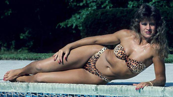 Bikini lady wrestling