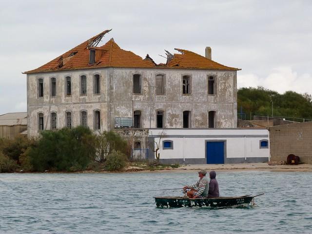 En barco por el estuario del río Sado (Tróia, Alentejo, Portugal)