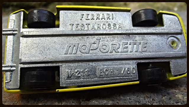 N°211 Ferrari Testarossa. 15571162361_0ae334f736_z