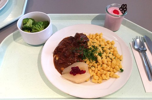 Venison goulash with cowberry pear & butter spaetzle / Hirsch-Edelgulasch mit Preiselbeerbirne & Butternudeln