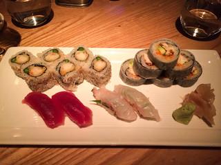 Sushi variado: Softshell crab, makis de tempura de langostinos, Nigiri de Atun y Nigiri Japanese Red Snapper