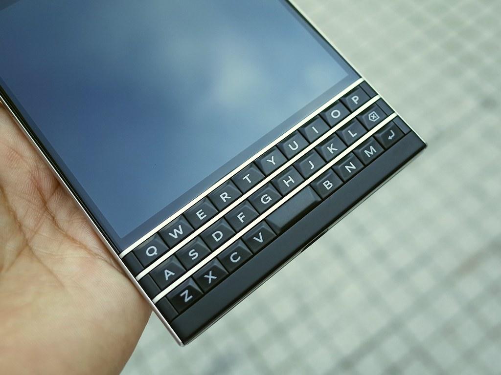 ban-phim-blackberry-Passport-Qwert
