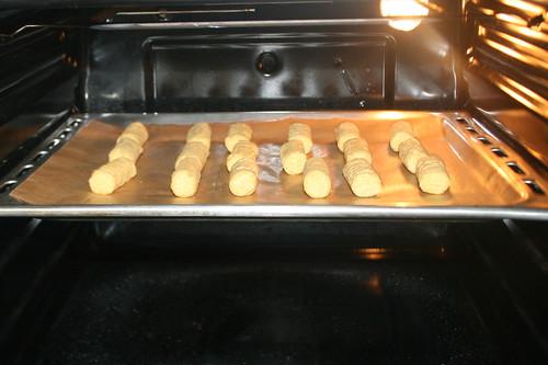 43 - Kroketten in Ofen schieben / Put croquettes in oven