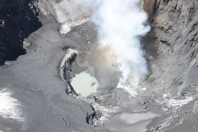 Cráter del volcán Copahue (1)
