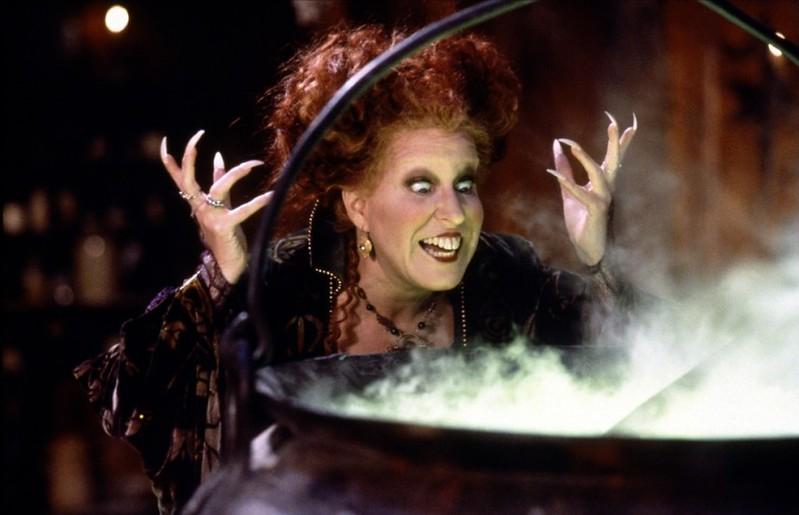 hocus-pocus-1993-01-g-tina-fey-is-conjuring-up-hocus-pocus-2-sanderson-fangirls-rejoice