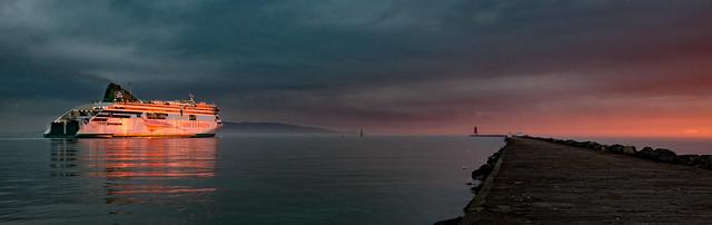 Sunrise at poolbeg, Nikon D5000, AF-S DX Nikkor 18-140mm f/3.5-5.6G ED VR