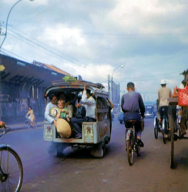 Saigon 1964-68 by Dennis Jax - Đường Lê Lai, bên trái là Ga Hành Khách Hỏa xa