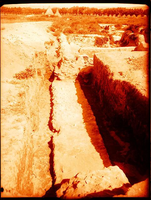Excavaciones en el circo romano de Toledo a comienzos del siglo XX. Fotografía de Pedro Román Martínez © Fondo Rodríguez de la JCCM, Archivo Histórico Provincial de Toledo. Signatura R-143-1-06