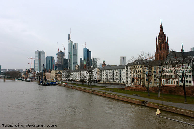 FRANKFURT AM MAIN - Der Main / Frankfurter Skyline / Kaiserdom St. Bartholomäus