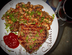 Steak with warm Mushroom & Bean Salat