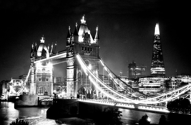 Tower Bridge à Londres la nuit. Photo de Robert Pittman @ Flickr