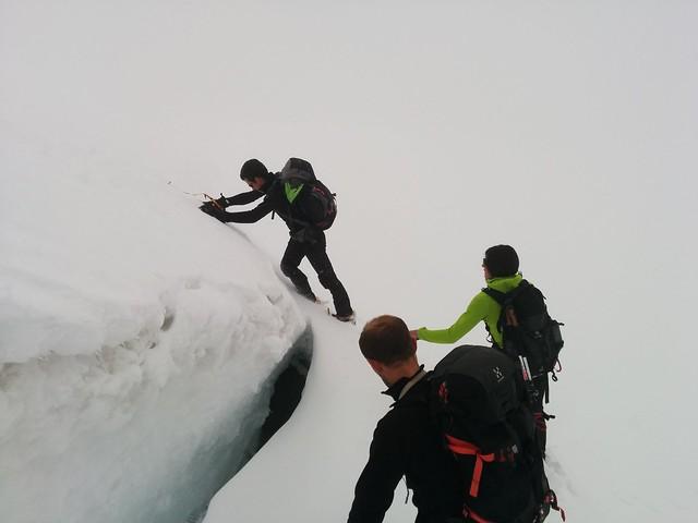 Überqueren der Gletscherspalte, Aufstieg Hoher Weißzint