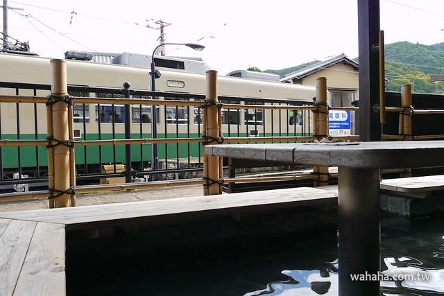 嵐電嵐山駅、足湯