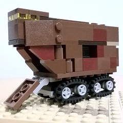 Moc mini sandcrawler - opened loader