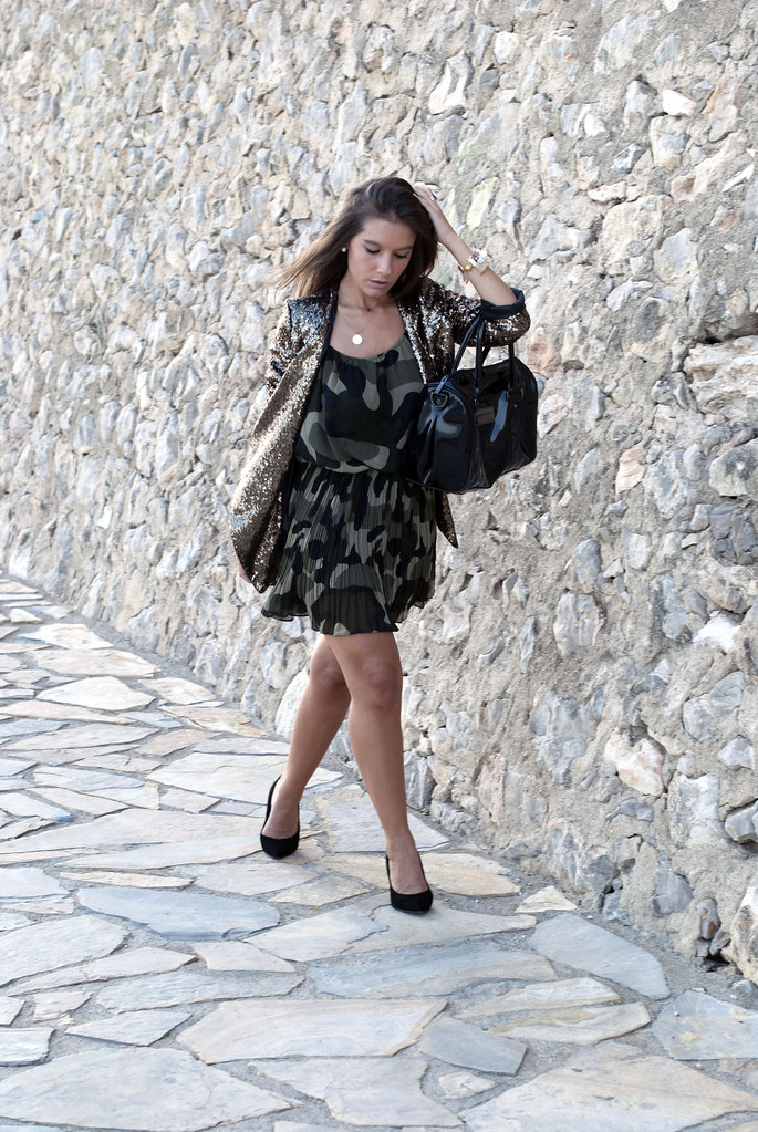 SEQUINS blazer & CAMO dress | theguestgirl 05