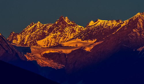 light india mountain color nature sunrise nikon hill himalaya goldenhour himachalpradesh nikond3200 snowpeak keylong goldencolor lahaul