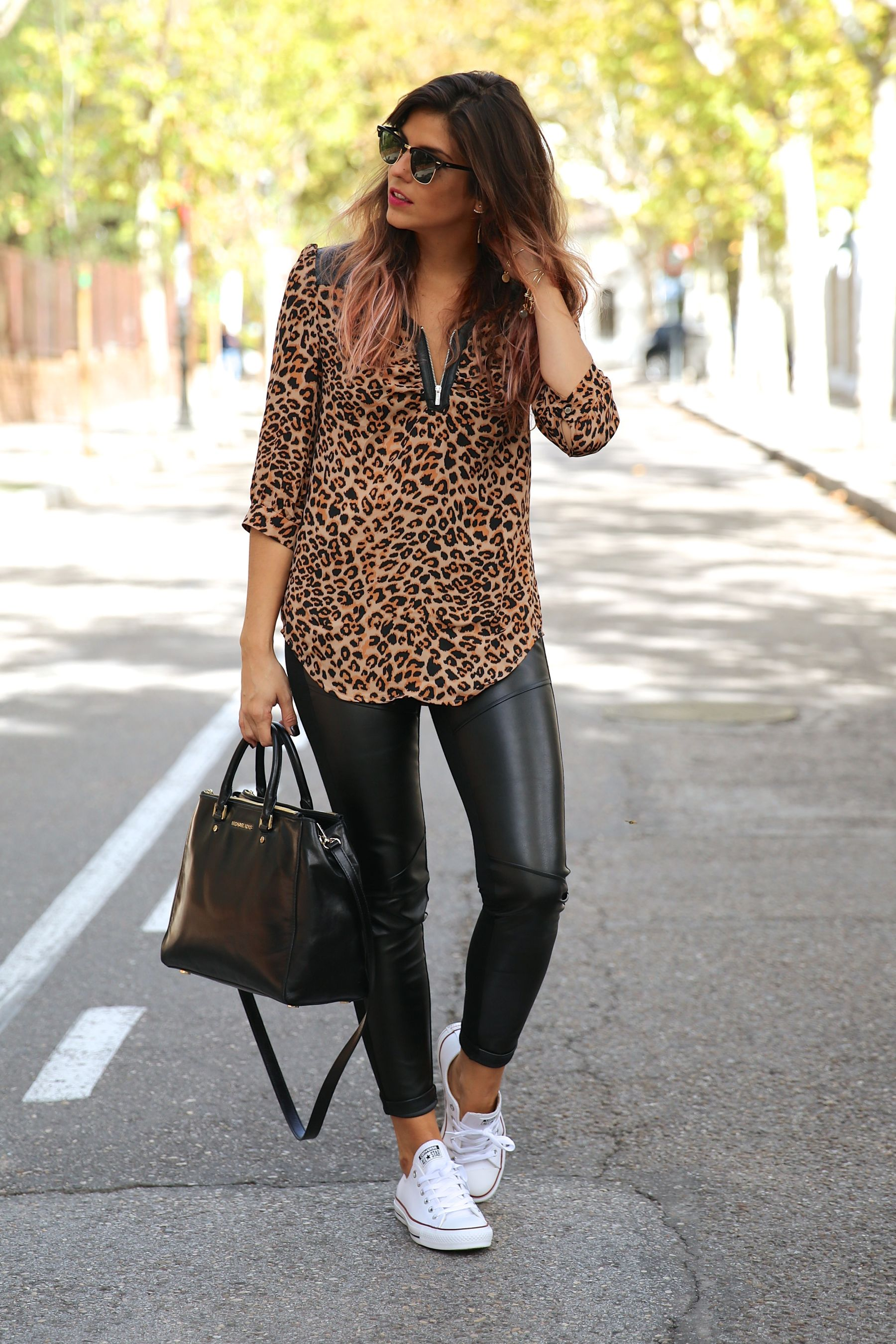 trendy_taste-look-outfit-street_style-ootd-blog-blogger-fashion_spain-moda_españa-leo_print-leopardo-converse-all_star-michael_kors-leggings-clubmaster-15