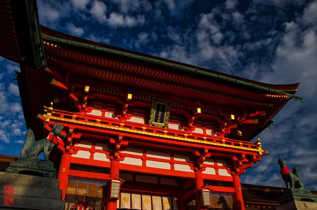「楼門」 伏見稲荷 - 京都