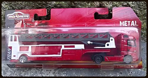 N°623/612 Mercedes Actros pompier Grande echelle. 15624150025_0bd193b772