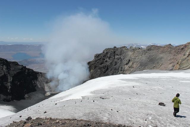 Cráter del volcán Copahue (2)