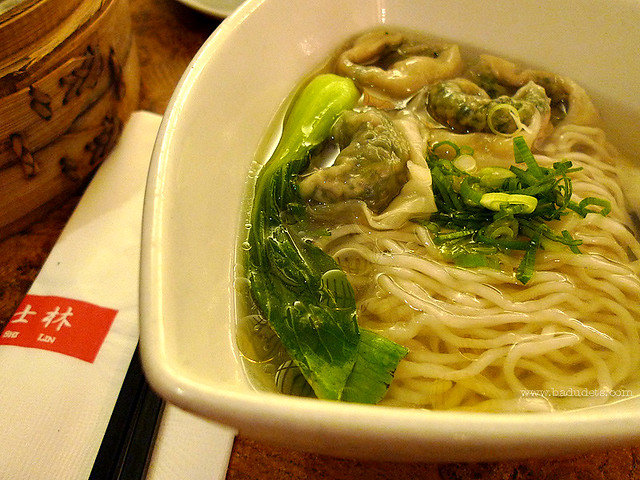 Noodles with Vegetables and Pork Wonton shi lin