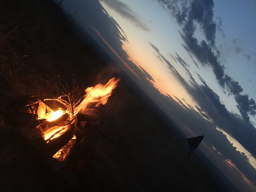 fire outdoors nature camping campfire tenting adventure cloudsandsky nopeople diagonallines copyspace twilight eveningsky eveninglight beautiful explore