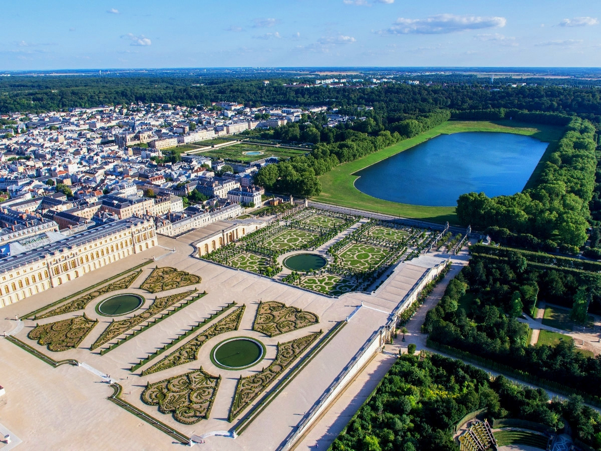 Orangery Garden and the Swiss Ornamental Lake, Versailles. Credit ToucanWings