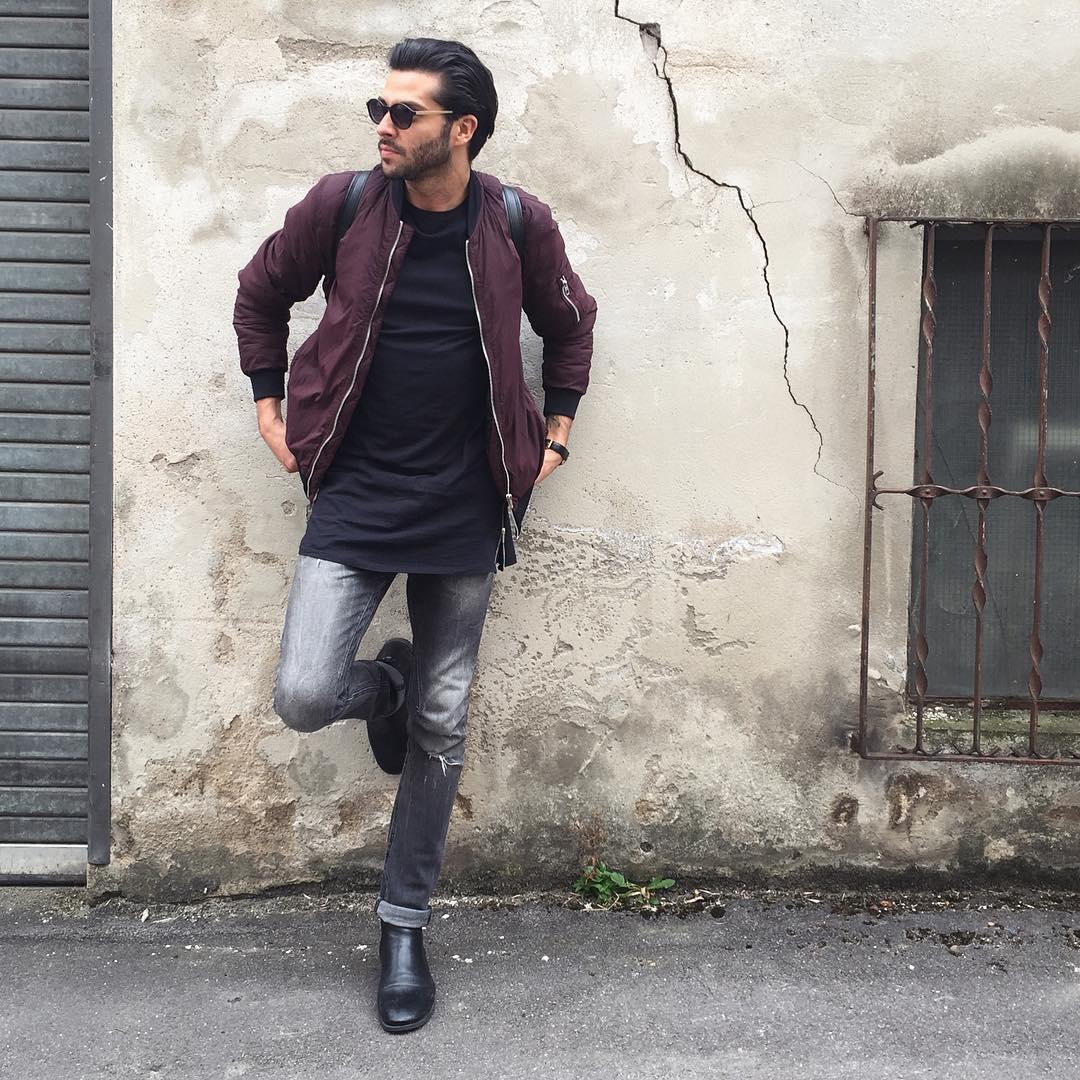 バーガンディMA-1×黒Tシャツ×ブラックジーンズ×黒ブーツ
