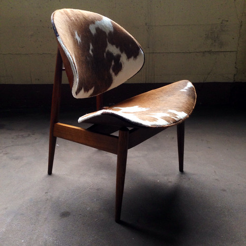 ***ON DECK***Bold Midcentury Modern Seymour J Weiner Cowhide Clam Chair for Kodawood (Miami, FL, USA 1960s)