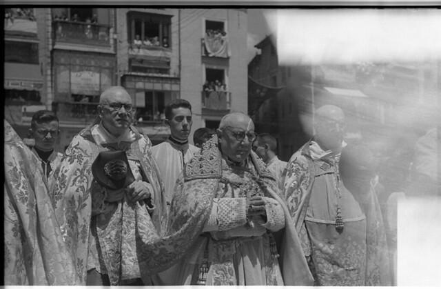 El Cardenal Pla y Deniel en el Corpus Christi de 1951 en Toledo. Fotografía de Roberto Kallmeyer © Filmoteca de Castilla y León. Fondo Arqueología de Imágenes