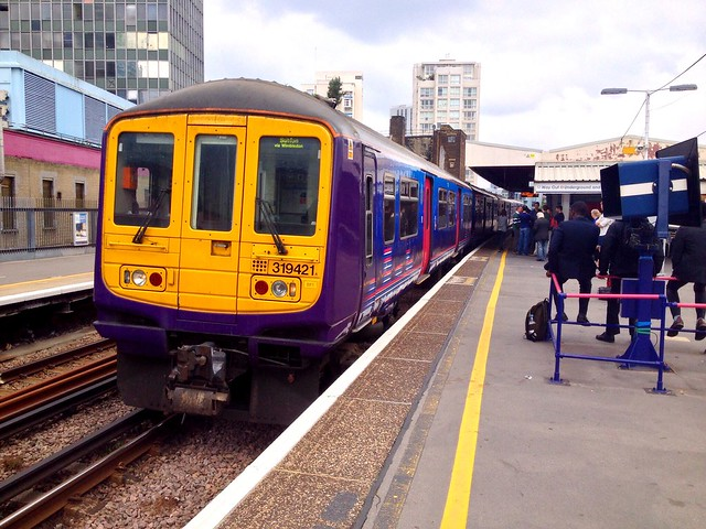 First Capital Connect 319421 - Elephant & Castle - 13th September 2014.