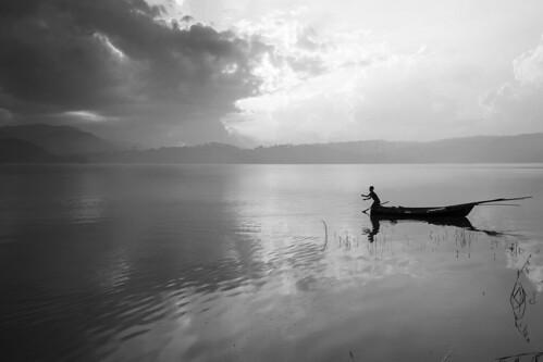 sunset bw india lake nature boat nikon human northeast boatman shillong d800 meghalaya lonelyman saravanan mehalaya nikkor24120mm lovelynature nikond800 naturegift dsaravanane saravanandhandapani yesdee yesdeephotography umaiamlake umaiam sunsetatumaiam