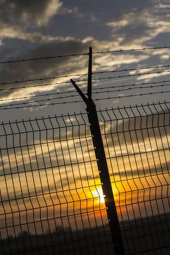 sunset canon fence airport usm naplemente reptér 1450 60d kerítés