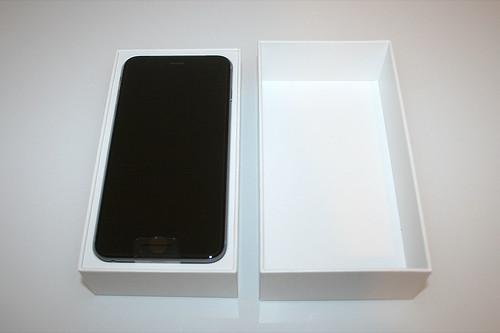03 - iPhone 6 Plus - Verpackung geöffnet / Packaging opened