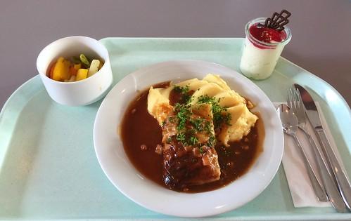 Stuffed cabbage rolls with bacon sauce & mashed potatoes / Krautwickerl mit Specksauce & Kartoffelpüree