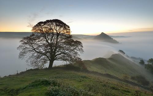 autumn mist derbyshire limestone whitepeak parkhouse chromehill